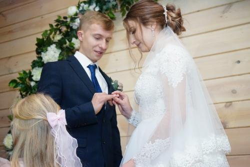 Выездная церемония бракосочетания перед свадебным банкетом